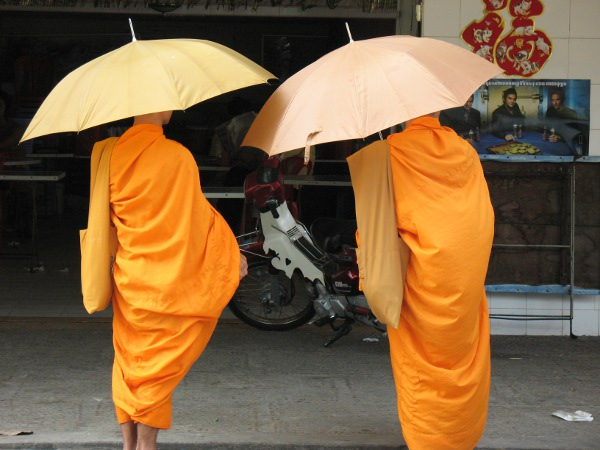 monks phnom penh.jpg